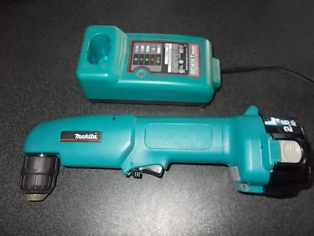 $29 12-volt MAKITA drill, charger, battery (5422)