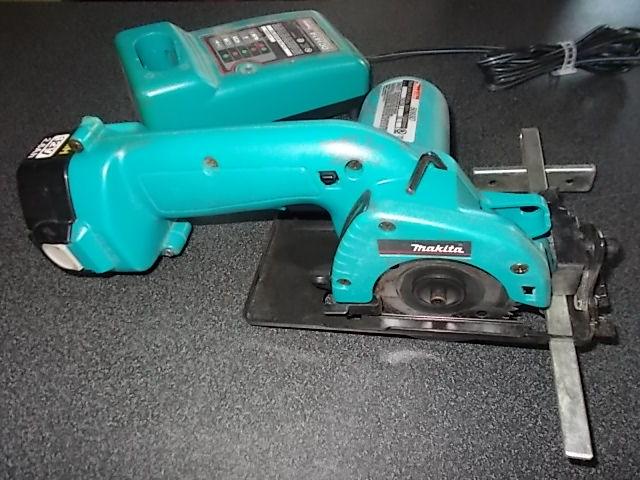 $29 12-volt MAKITA circular saw, charger, battery (5423)